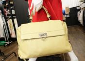 Salvatore Ferragamoからガンチーニ2WAYバッグが入荷致します。