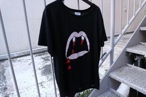 BLOOT LUSTER ヴァンパイアTEEのTシャツ