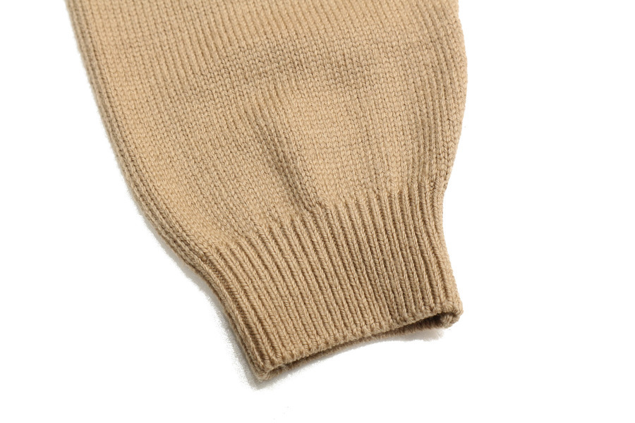 エブリデイアイライクのoversized V/N sweater