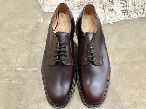 チーニーの革靴
