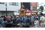 3連休は亀有香取神社で例大祭!! お店の前をド迫力のお神輿が多数登場!!