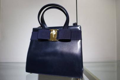 「ブランドのバッグ 」