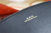 【A.P.C. ハーフムーン】パーフェクトなバッグ入荷致しました。{}