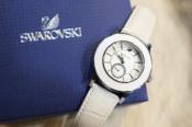 冬のホワイト!SWAROVSKI スワロフスキーの可愛い時計入荷です!