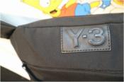 Y-3 ワイスリーより 今アツいボディバッグ入荷です。