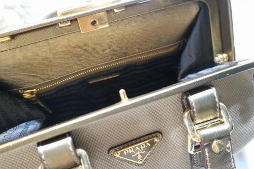プラダのドクターズバッグ