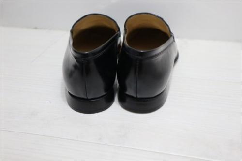 ローファーの靴
