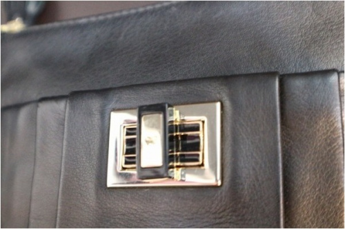 アニヤハインドマーチのショルダーバッグ