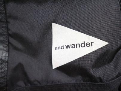 「アウトドアブランドのAND WANDER 」