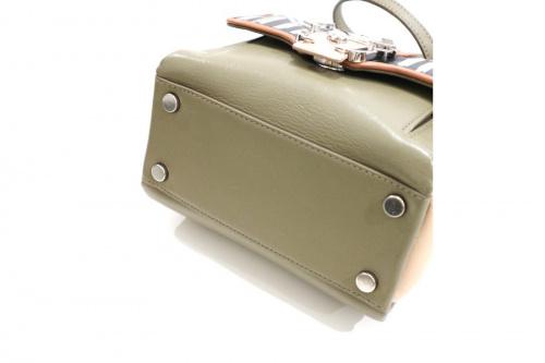 パウラ・カデマルトーリのショルダーバッグ