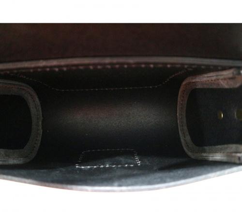 ショルダーポシェットのレザーバッグ