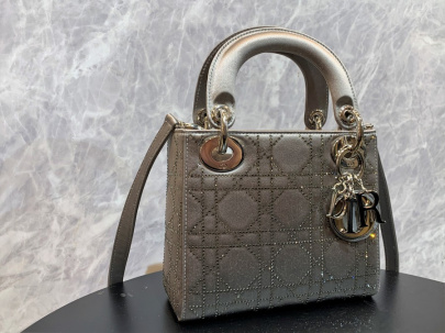 「インポートブランドのChristian Dior 」