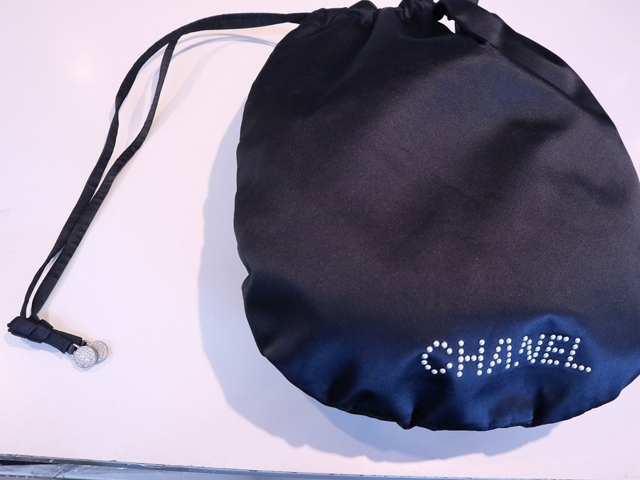 CHANEL(シャネル)のサテンロゴ巾着が入荷致しました!