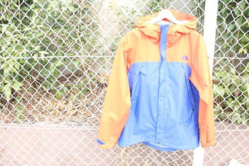 ジャケットの中央区