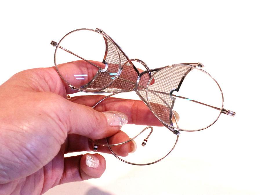 トムブラウンの伊達眼鏡
