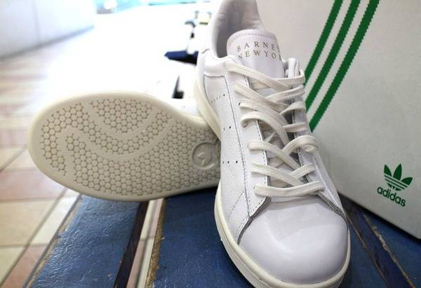 「adidasのBARNEYS NEWYORK 」