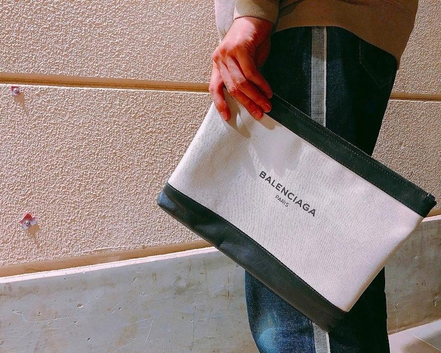 《BALENCIAGA/バレンシアガ》ロゴ入り!シンプルでお洒落なクラッチバッグ入荷です♪