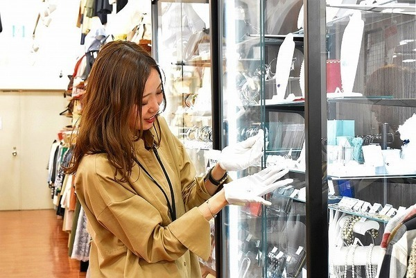 """""""トレファクスタイル多摩センター店アルバイト募集中""""  ファッションが好き、接客が好きな方必見です!!"""