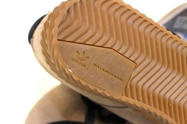 adidasのアディダス