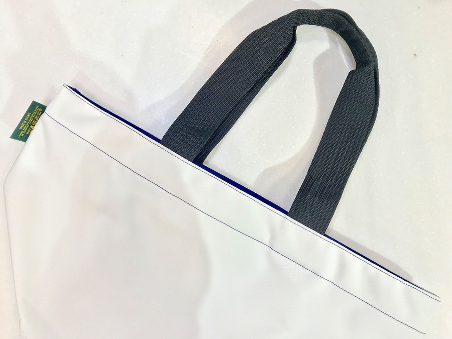 エルベシャプリエのナイロン舟形トートバッグ