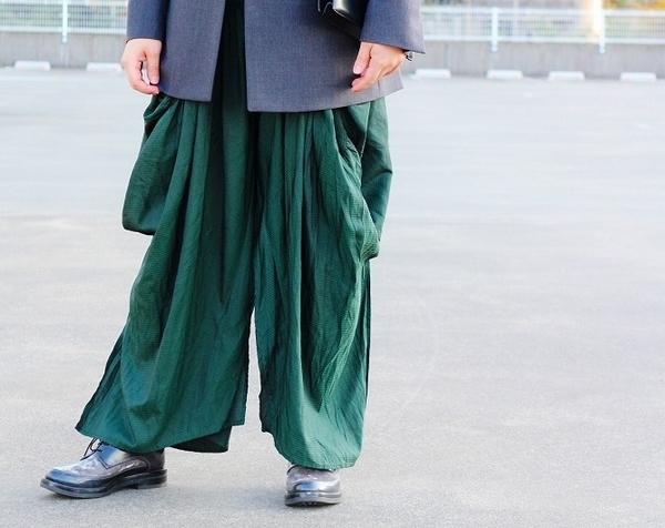 イッセイミヤケのプリーツパンツ