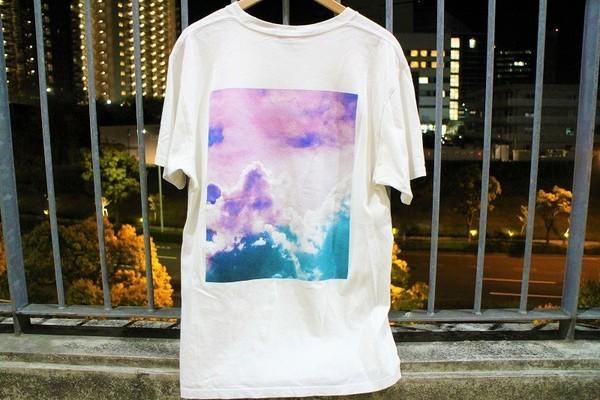 プリントTシャツのビックロゴ
