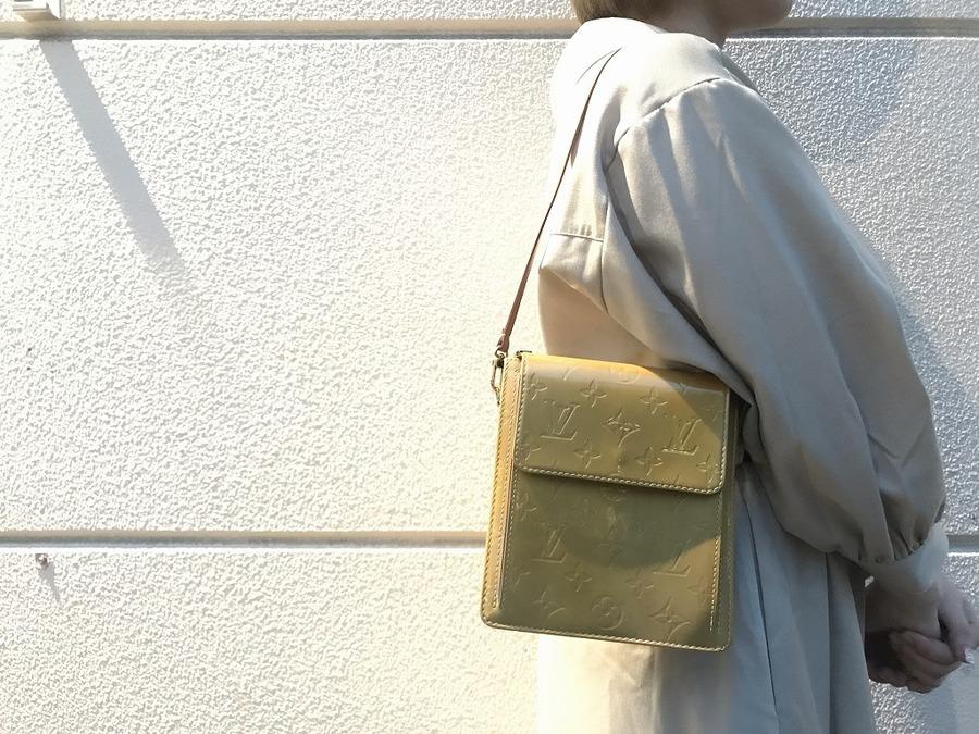 【LOUIS VUITTON/ルイヴィトン】コンパクトサイズのショルダーバッグ ヴェルニ入荷致しました♪
