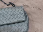 最高品質革アイテム。BOTTEGA VENETA/ボッテガヴェネタのシックなのに女性らしい、ショルダーポーチ