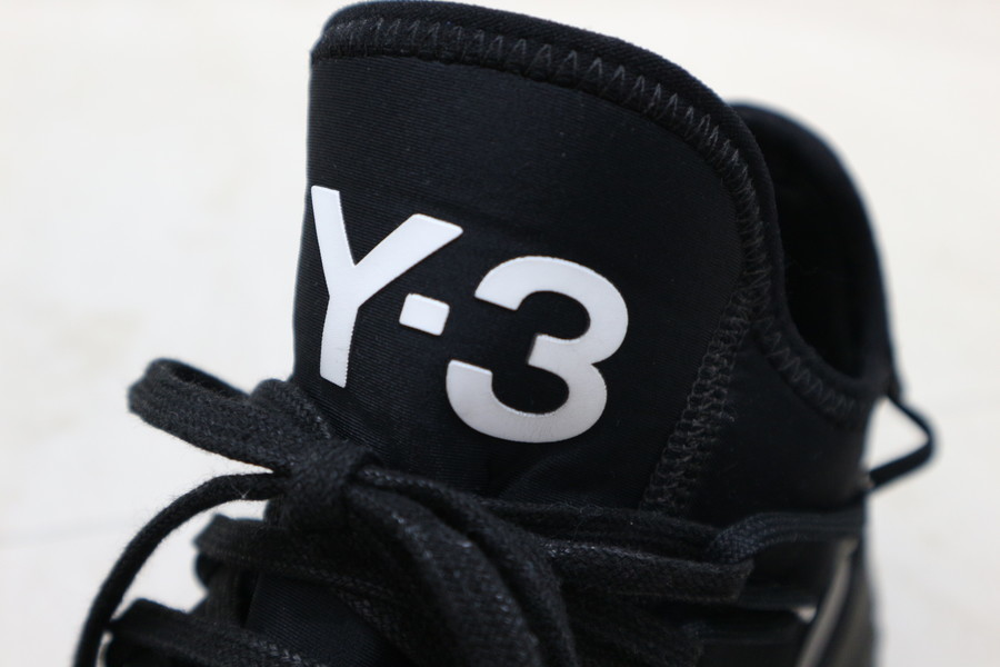 「スニーカーのY-3 」
