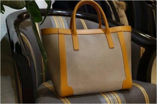 GIANNI NOTAROのバッグ