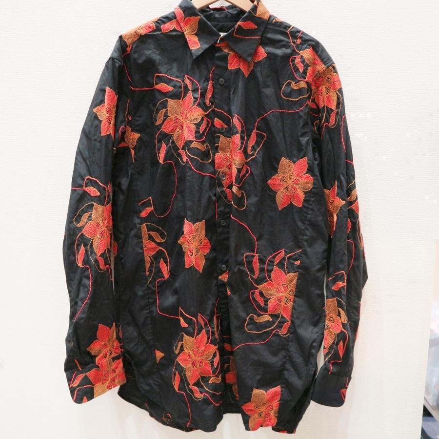 ブルゾンのシャツ