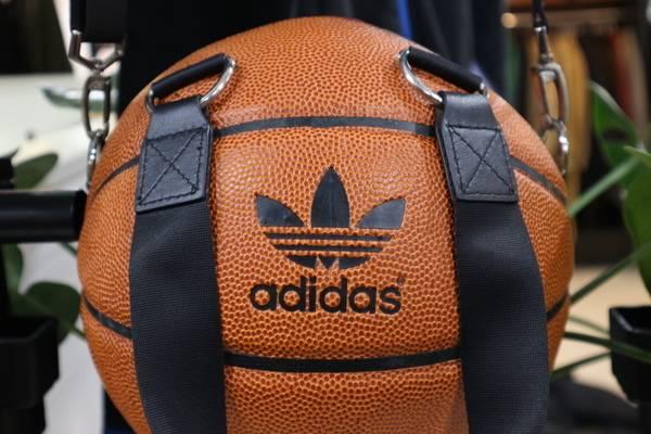 変わり種入荷しました…adidas Originals by JEREMY SCOTT
