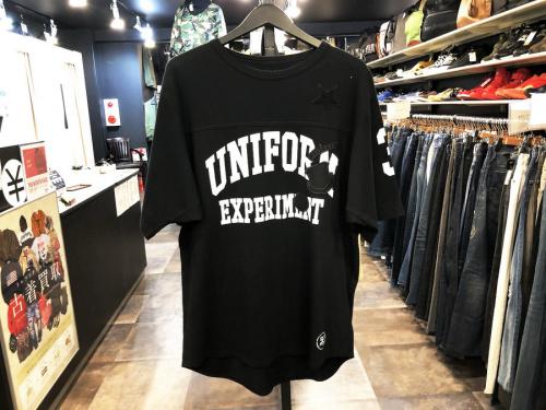 ユニフォームエクスペリメントのTシャツ