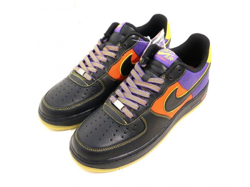 ナイキのNIKE AIR FORCE 1 LOW