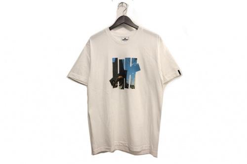 アンディフィーテッドのTシャツ