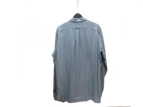 ストライプシャツのシャツ