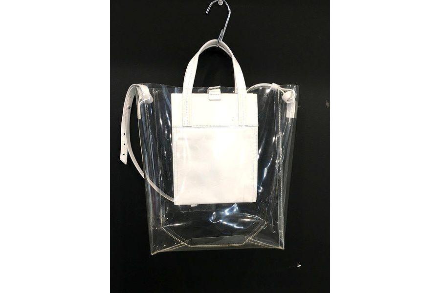 アクネストゥディオズのバッグ