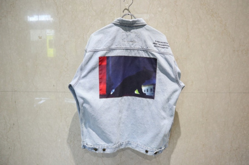 ブラックアイパッチのデニムトラッカージャケット
