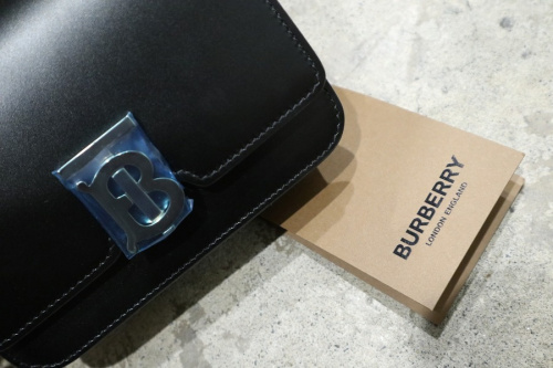 バーバリーロンドンのLeather Belted TB Bag