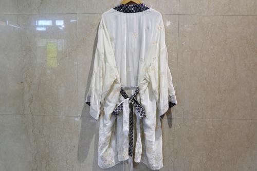 ケイシラハタのシルク混ベルベットガウンコート