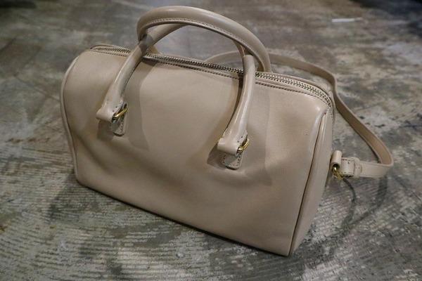 サンローランパリのベイビーダッフルバッグ