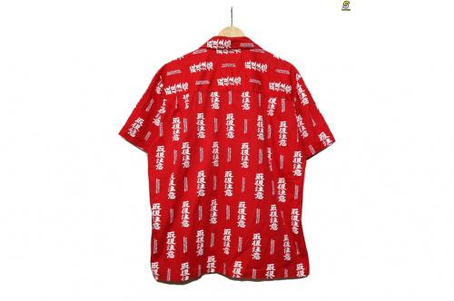 ブラックアイパッチのオープンカラーシャツ