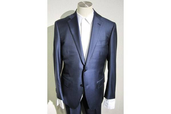 「ロロピアーナのスーツ 」