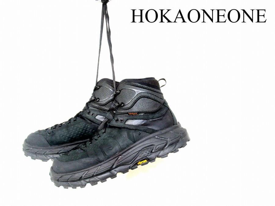 「スニーカーのHOKAONEONE 」