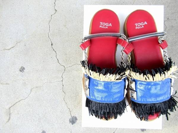 TOGA PULLA/トーガプルラより、定番メタリックサンダル買取入荷!