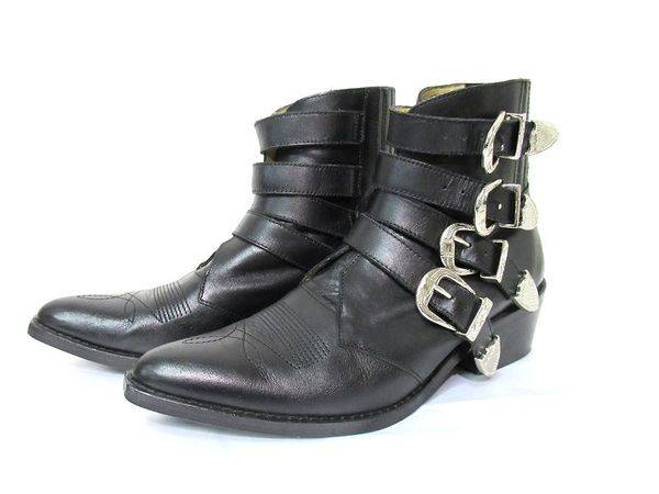 中古のブーツ