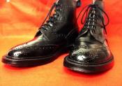 大人の男性の足元に、、革靴特集