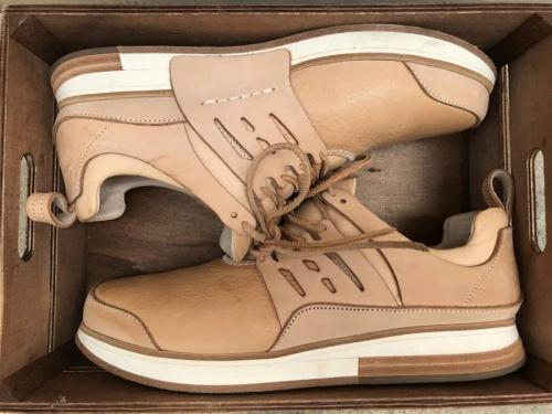エンダースキーマの革靴