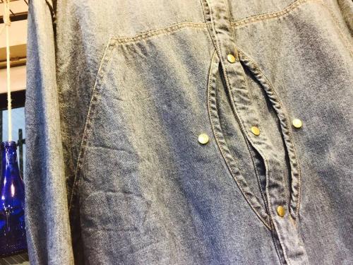長袖シャツの古着
