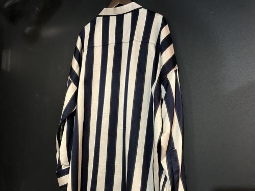 シャリーフ×ステュディオスのシャツ